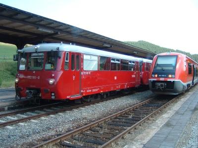 Zwei Fahrzeug-Generationen in Rottenbach